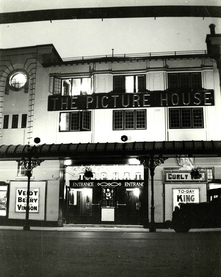 Exterior of the Picture House at night, 1930.
