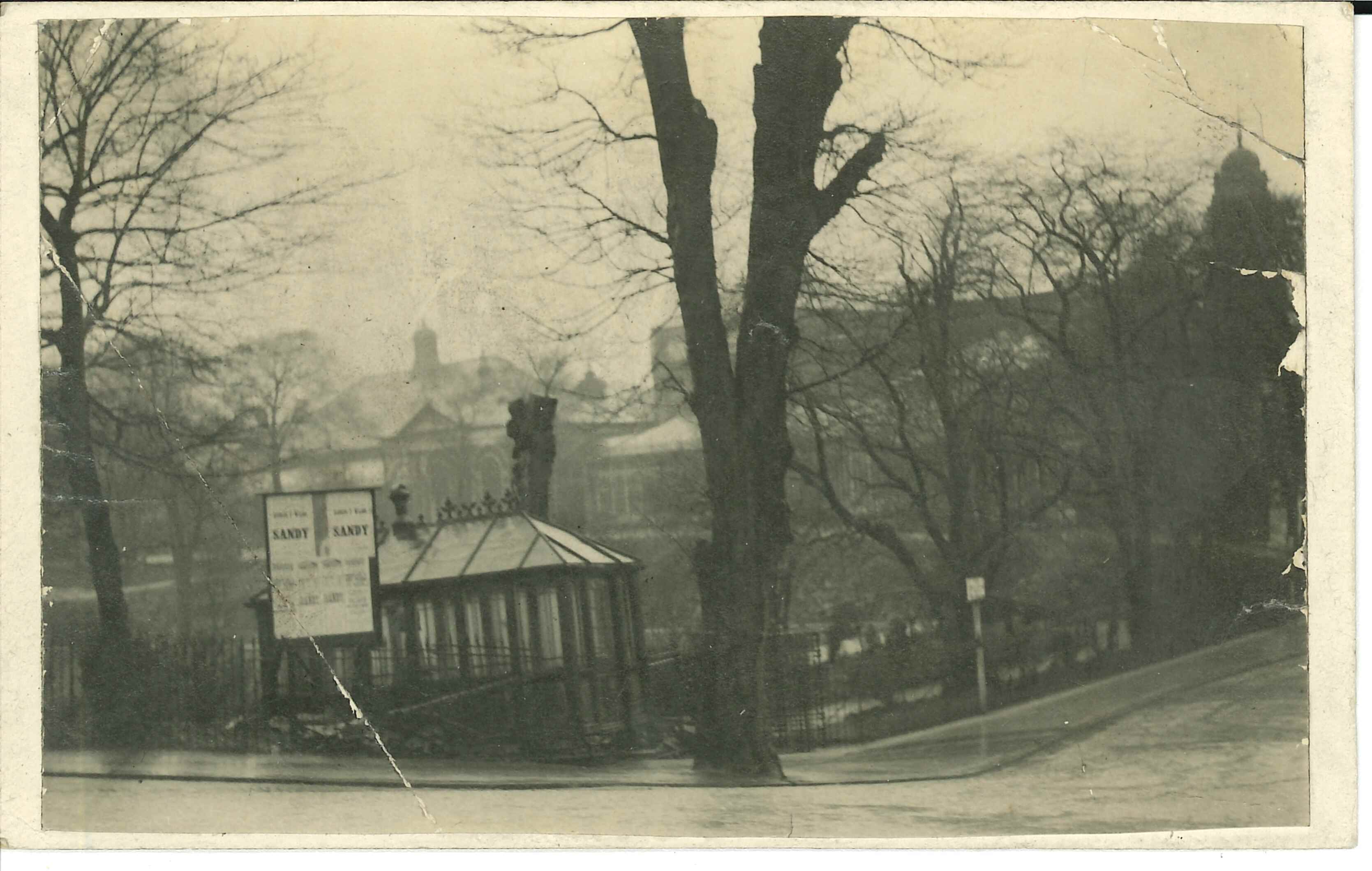 Postcard : Bath Chair Man's Shelter, Pavilion Gardens, Buxton