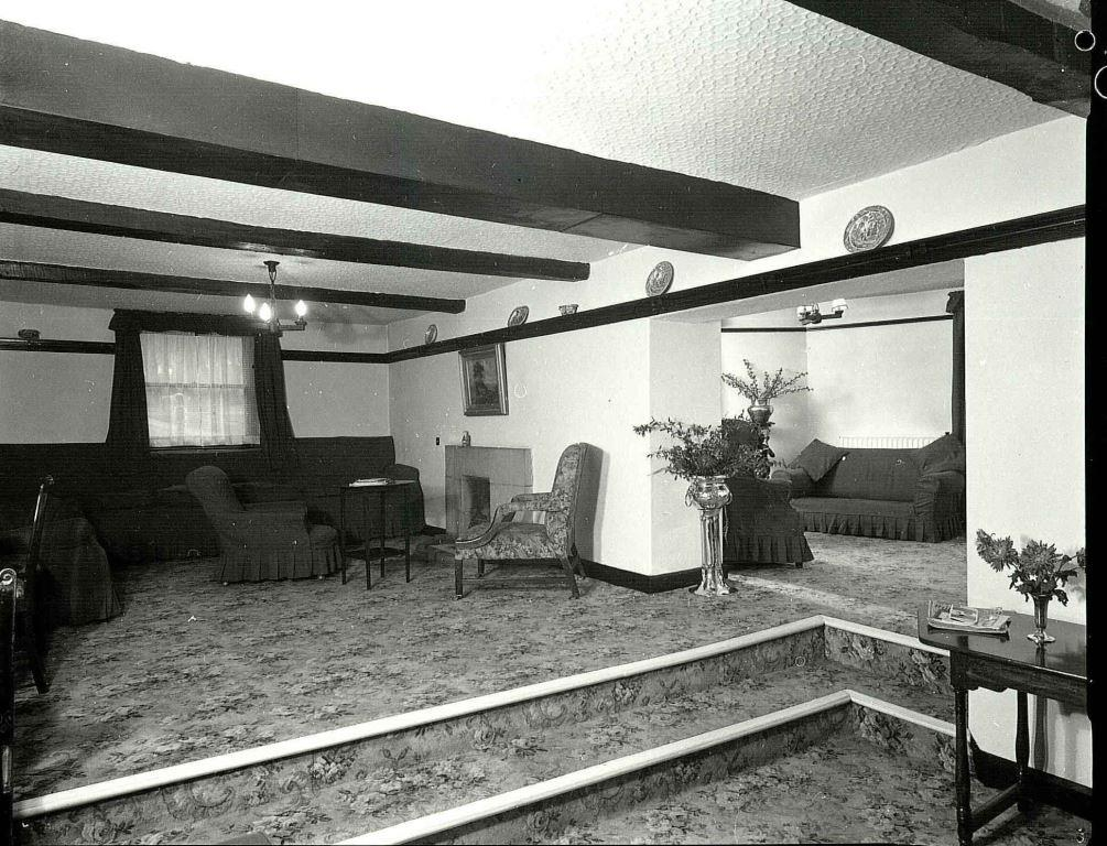 Lounge, 1967