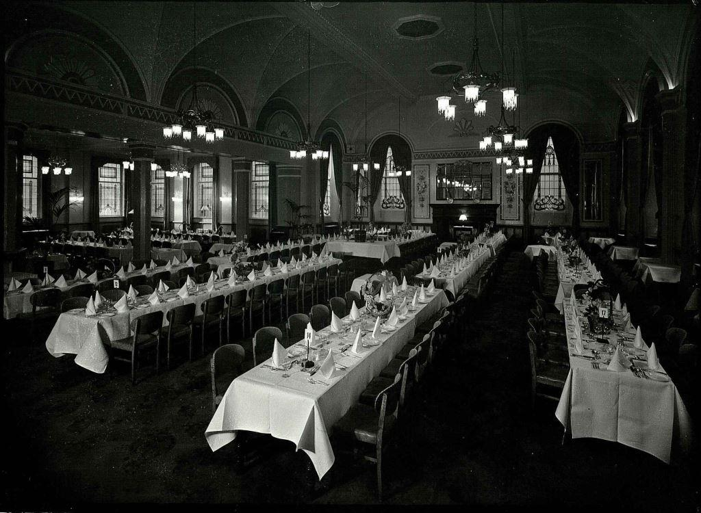 palace-dining-room-conference-1935